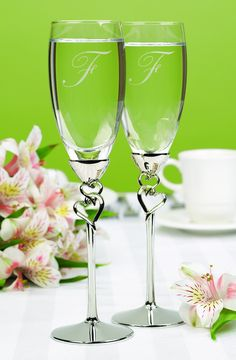 Personalized Entwined Hearts Flutes. I just love these I need a set for my wedding.