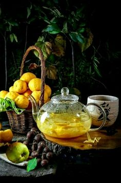 Brew yourself a pot of SHOTT Lemon, Ginger and Honey Tea; soothing and invigorating. You will be back on your feet in no time! Coffee Time, Tea Time, Photo Hacks, Café Chocolate, Fruit Tea, My Cup Of Tea, Tea Ceremony, High Tea, Afternoon Tea