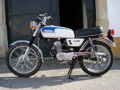 Moped Motorcycle, Vintage Honda Motorcycles, Honda Bikes, Motorcycle Camping, Moto Bike, Cafe Racer Moto, Honda Cub, Honda Motors, Awesome