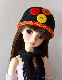 This black button hat fit Blythe, Pullip and some SD dolls size 9 head too.  A new cute black crochet hat/ Slouchy made by me, Lisa Astrup for Blythe or Pullip, decorated with 3 big rainbow buttons.   The crochet hat is made from a black cotton yarn with a orange edge, the big buttons is plastic.  Buy 2 hats ...ship is the same :)   You buy on 1 hat only, no dolls or props is included. - ship to USA is 8-12 days only   I make custom hats too.  here is my jewelry shop: https://w...