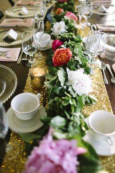 gold glitter table runner | Brooke Courtney Photography #wedding