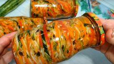 Pripravte si teraz do pohárov túto fantastickú kórejskú cuketu podľa receptu z youtube a potom už stačí len otvoriť podľa potreby.Chutná zásoba vitamínov na celú zimu!Potrebujeme:1,5 kg cukety3 mrkvy3 papriky1 cesnak1/2 zväzku bazalky1 ČL mletej … Ratatouille, Fresh Rolls, Zucchini, Food And Drink, Vegetables, Ethnic Recipes, Youtube, Cilantro, Vegetable Recipes