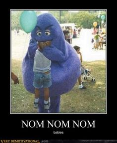 okay there's no way that anyone couldn't think that the Grimace wasn't a creeper. - SCARY!