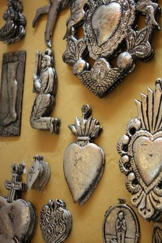 Mexican devotional decor: Mexican milagros