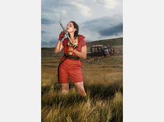 """Neue Bilder:Girls im Schweizer Bauernkalender - und ihre deutsche """"Konkurrenz""""  Andrea (31)aus dem Bauernkalender 2009©Claude Stahel / bauernkalender.ch"""