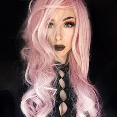 Who is the fairest of them all? The head turning @elizabethandrews has our vote in pretty in pink tresses and 'Lady Killer' lashes! #blackmagiclashes