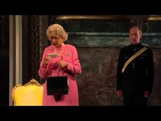 ▶ National Theatre Live: The Audience clip - Gangnam Style - YouTube