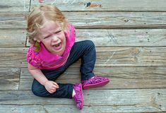 Meltdowns - The smart parent's guide to coping with your kid's fits. Toddler Behavior, Toddler Discipline, Good Parenting, Parenting Hacks, Bad Temper, Terrible Twos, Happy Mom, Lany, Toddler Preschool