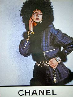 In the Chanel ad campaign for fall Linda Evangelista and Christy Turlington proved that there is nothing you can't do while wearing thousands of dollars worth of designer clothing. And yes, this fugly mess was brought to you by Karl Lagerfeld. 90s Fashion, Fashion Shoot, Vintage Fashion, Coco Chanel, Chanel Jacket Trims, 1990s Looks, Original Supermodels, Chanel Outfit, 90s Models