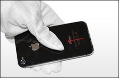Schritt 2 - Schieben Sie das Backcover in Richtung der oberen Kante des iPhones. Das Cover wird sich etwa 2 mm bewegen.