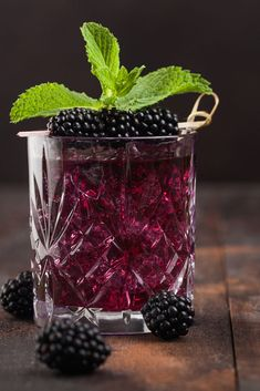 Here's a unique cocktail that is an explosion of flavor. Featuring Jägermeister and blackberries this cool #summersip is surprisingly delicious.  Fruity Drinks, Smoothie Drinks, Fun Drinks, Yummy Drinks, Alcoholic Drinks, Beverages, Smoothies, Drink Menu, Dessert Drinks