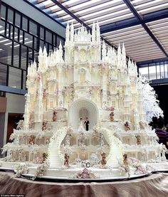 """thehotgirlproject: """" """" steampunktendencies: """"Ultimate castle wedding cake by LeNovelleCake """" Whoa! Now that's the Absolute Wedding Cake supreme. """" I'm going to visit that cake on my honeymoon """" Crazy Cakes, Fancy Cakes, Cute Cakes, Pretty Cakes, Beautiful Cakes, Beautiful Gorgeous, Beautiful Pictures, Gorgeous Women, Yummy Cakes"""