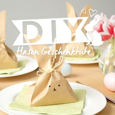 DIY Hasen Geschenktüte Sweet Surprise: Gift wrapping for Easter! Easter Table, Easter Party, Easter Eggs, Easter Gift, Happy Easter, Bunny Birthday, Easter Bunny Decorations, Easter Crafts For Kids, Bunny Crafts