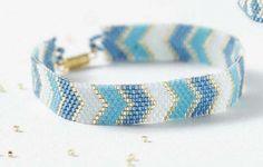 ** Peyote Bead Weaving Patterns For Jewelry Chevron Pattern Beaded Braclets, Bead Loom Bracelets, Peyote Beading, Loom Bracelet Patterns, Beaded Jewelry Patterns, Beading Patterns, Seed Bead Necklace, Seed Bead Jewelry, Beaded Bracelets