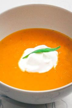 Pumpkin soup without cream cheese. Pumpkin soup recipe that is lactose free. Pumpkin soup with carro Kinds Of Soup, Soup For The Soul, Pumpkin Soup, Tortellini, Yummy Eats, Lunches And Dinners, Thai Red Curry, Stew, Tapas