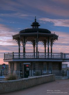 De Bandstand Cafe which sits below de ornate Victorian Bandstand on de seafront in de town of Brighton, East Sussex, England Brighton England, Outdoor Shelters, East Sussex, My Images, Countries, United Kingdom, Castle, Europe, Victorian