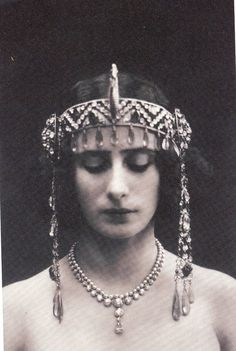 ↢ Bygone Beauties ↣ vintage photograph of Anna Pavlova, Prima Ballerina. Anna Pavlova, Vintage Photographs, Vintage Photos, Russian Ballet, Portraits, Looks Style, Vintage Beauty, Headdress, Eye Makeup