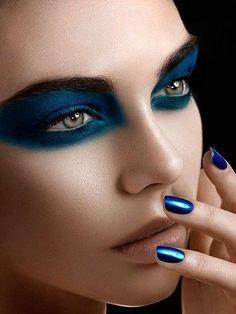 Lovely Blue Makeup Looks This Now 32 Blue Makeup Looks, Blue Eye Makeup, Blue Eyeshadow, Edgy Eye Makeup, Peacock Makeup, Makeup Inspo, Makeup Tips, Makeup Ideas, Beauty Makeup
