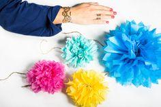 DIY - Pompons acidulés Au mur, au plafond ou encore en guirlandes… Les pompons en papier de soie offriront à votre décoration autant de délicatesse que de pep's ! Et comble de l'originalité, ils pourront même remplacer vos boules de Noël sur le sapin.