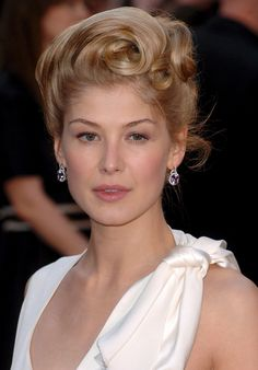 Google Image Result for http://www.theplace2.ru/archive/rosamund_pike/img/Rosamund_Pike_127373-1.jpg