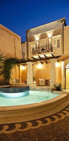 Luxury Estate - LadyLuxury