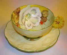 Handpainted Flower Handle Gardenia Paragon Tea Cup and Saucer Vintage Cups, Vintage Tea, Vintage China, Antique China, Yellow Cups, China Tea Cups, My Cup Of Tea, Coffee Set, Tea Cup Saucer