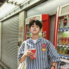 Korean Fashion Trends you can Steal – Designer Fashion Tips Cute Asian Guys, Cute Korean Boys, Asian Boys, Cute Guys, Korean Fashion Trends, Korean Street Fashion, Asian Fashion, Look Fashion, Fashion Outfits