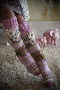 Loom Knitting Projects, Knitting Patterns, Crochet Patterns, Crochet Baby, Knit Crochet, Comfy Socks, Yarn Thread, Slipper Socks, Crochet Slippers