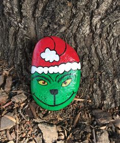 How the Grinch Stole Christmas by Dr Seuss (Theodore Geisel) Painted Rock Pebble Painting, Pebble Art, Stone Painting, Rock Painting, Shell Painting, Painted River Rocks, Hand Painted Rocks, Painted Pebbles, Painted Stones