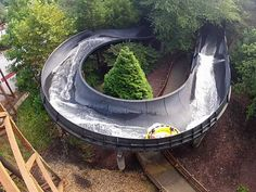 Water Country USA offers intense slides of all heights for thrill-seekers. Watch on ulive