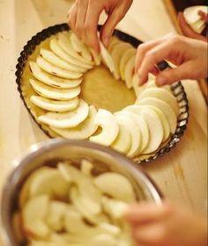 Jablečný koláč s domácím pudinkem a brusinkami