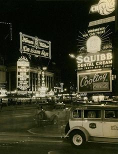 "ein-bleistift-und-radiergummi: "" Times Square, New York City, Early "" Old Pictures, Old Photos, Vintage Photos, Boston Pictures, Vintage New York, Nyc, Manhattan, New York City, Photo New York"