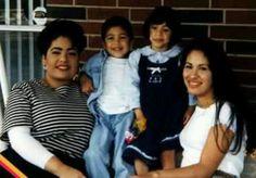 Selena and sister and niece and nephew Selena Quintanilla Perez, Suzette Quintanilla, Selena And Chris, Selena Selena, Selena Mexican, Selena Pictures, Jenni Rivera, Daddy Yankee, Niece And Nephew