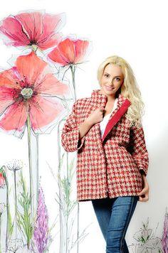 Легкое весеннее пальто UONA без подкладки,красно-белого цвета. Принт гусиная лапка, тренд всех сезонов! Укороченные рукава, воротник стойкой, свободный покрой создадут элегантный и роскошный образ современной модницы. #пальто #весна #купитьпальто #красивоепальто #теплоепальто #легкоепальто #красивоепальто #пальтодемисезонное #пальтостильное #пальтобезподкладки #лето