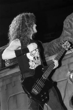 Image in metallica ruled the world collection by Cliff em all Jason Newsted Metallica, Meaningful Lyrics, Ride The Lightning, Metalhead, Great Bands, Metal Bands, Pretty Boys, Rock N Roll, Heavy Metal