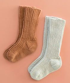 Knitting For Kids, Baby Knitting Patterns, Knitting Projects, Knitting Socks, Homemade Baby Clothes, Baby Barn, Wrist Warmers, Baby Socks, Drops Design
