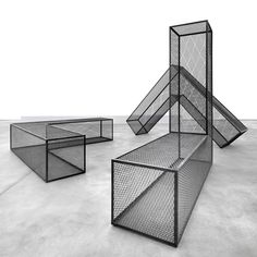 Steel Mesh Ls by Robert Morris is part of Exhibition design - MoCoLoco is a web magazine dedicated to everything related to modern contemporary design and architecture Bühnen Design, Table Design, Store Design, Render Design, Robert Morris, 3d Modelle, Street Furniture, Steel Mesh, Minimalism