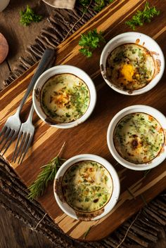 These herbed baked eggs are an absolute favorite brunch food. So easy to make and so presentable. Egg Recipes, Brunch Recipes, Healthy Recipes, Brunch Food, Healthy Meals, Healthy Eating, Toaster Oven Recipes, Soup Starter, Cooking Cream