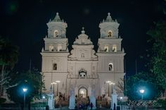 Iglesia de Esquipulas en Chiquimula, Guatemala, I just pinned this cause it's the first time I'm strolling through here and see something from there.