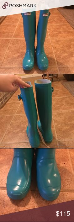 HUNTER Original Tall Turquoise Rain Boots, 8 Hunter original tall rainboots in my favorite color- turquoise! Excellent used condition; rubber is just a bit dirty around the bottoms due to use; also one tiny scrape across the left boot at toe (you can see in the picture). US size 8! Open to reasonable offers :) Hunter Boots Shoes Winter & Rain Boots