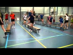 Handbal oefeningen sprongkracht op banken Created with MAGIX Video deluxe MX Agility Training, Circuit Training, Gymnastics Conditioning, Volleyball Training, Gymnastics Coaching, Physical Education Games, Basketball Drills, Physical Condition, Plyometrics