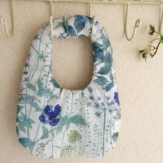 花柄リバーシブルベビースタイ2枚セット(ブルー&グリーン)