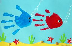 Summer handprint art 🖐🐟 Use 1 piece of blue paper, washable paints, craft googly eyes, seashells (or paint these/make out of construction paper). Great keepsake to remember their tiny hands!