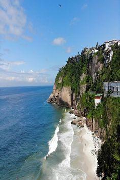 Algumas das praias mais famosas e animadas do Rio de Janeiro ficam ao lado dos bairros mais badalados do Rio, enquanto outras são perfeitas para uma escapadela isolada. #riodejaneiro #praiasriodejaneiro #beachinrio #BeachInRio #BeachInBrazil #loveinbrazil Water, Outdoor, City, Gripe Water, Outdoors, Outdoor Games, The Great Outdoors
