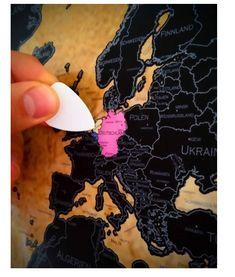 WUNDERSCHÖNE FARBEN UND DETAILGETREUE - Besonderen Wert beim entwerfen der Karte wurde auf die Detailgetreue gegeben, sodass jedes Land der Welt und unzählige Inseln zu finden sind! MACHEN SIE IHRE KARTE BUNT - nach jeder Reise in ein fremdes Land können Sie kinderleicht die schwarze Schicht abkratzen! Jedes Land ist in einer einzigartigen bunten Farbe gehalten, sodass Ihre Karte nach und nach bunter wird! World Map Poster, Islands, Viajes, Cards, Nice Asses