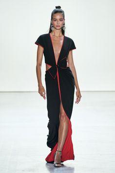 Tadashi Shoji Spring 2020 Ready-to-Wear Fashion Show - Vogue Tadashi Shoji, Fashion 2020, Runway Fashion, Fashion Brands, Fashion Designers, Feminine Dress, Feminine Style, Feminine Fashion, Vogue Paris