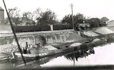Canals - The Nuneaton and North Warwickshire Local and Family History Web Site - Canals – The Nuneaton and North Warwickshire Local and Family History Web Site - History Channel, Site History, Canal Boat, Narrowboat, Coventry, Family History, British, Boats, Life