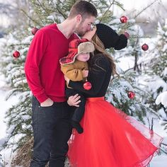 holiday family photo, red skirt, midi skirt, Space 46 tulle, christmas theme in the snow, cute kisses, winter photoshoot