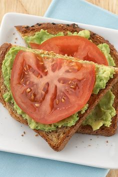 Open-Face Sandwich This delicious, quick-and-easy snack is packed with flavor, fiber and contains only 150 calories!Avocado-Tomato Open-Face Sandwich This delicious, quick-and-easy snack is packed with flavor, fiber and contains only 150 calories! Healthy Meal Prep, Healthy Eating, Healthy Recipes, Delicious Healthy Food, Healthy Snack Foods, Healthy Snacks For School, Healthy Breakfast Wraps, Healthy Snaks, Clean Eating