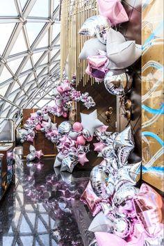 SundayRussiaDecor создают арт-объекты из воздушных шаров, которые меняют представление о свадебном декоре. Необычные решения декораторов завораживают! Это уже больше чем декор, это искусство Balloon Backdrop, Balloon Centerpieces, Balloon Columns, Balloon Garland, Balloon Decorations, Prom Balloons, Mylar Balloons, Birthday Balloons, Love Balloon